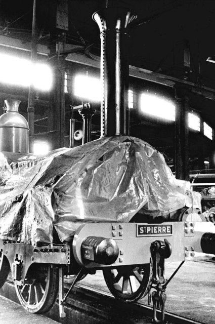 Buddicom no 33 locomotive under its cover before the museum was opened, 1971, Cité du Train collection