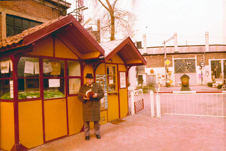 Anonymous, Ticket offices at the entrance to the half roundhouse of Mulhouse North, 8 November 1975, Cité du Train collection