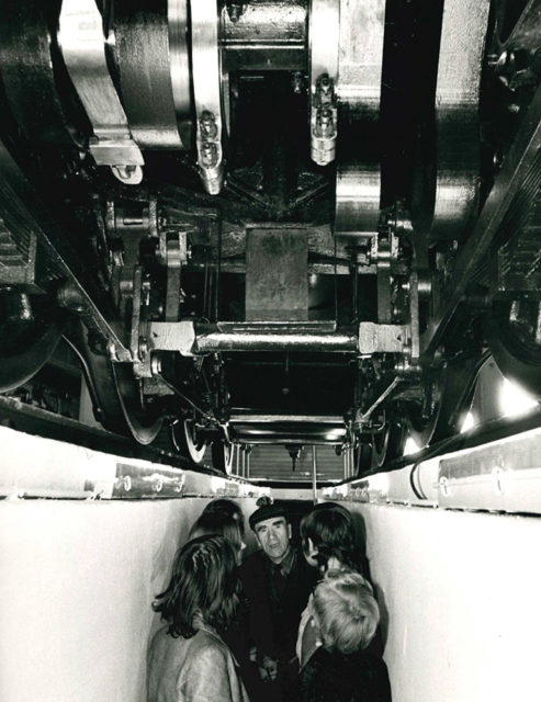 Photograph of the inspection pit of the locomotive 3.1192 Nord in the half roundhouse in Mulhouse-North, 15 May 1972, photo: Thierry Parant, Cité du Train collection