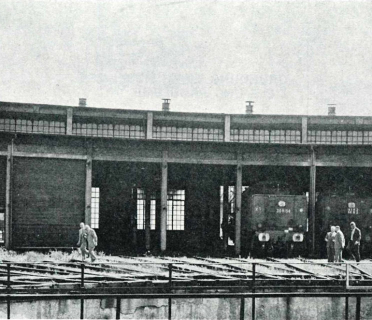 Inspection by the members of the museum organisation committee of the part of the roundhouse that will house the temporary exhibition; p 51, special issue no 3 of the quarterly newsletter of the Société Industrielle de Mulhouse, Cité du Train collection