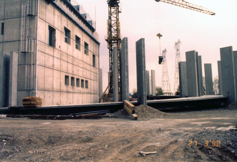 Anonyme, Construction de la deuxième tranche du musée Electropolis, photographie, 1990, Fonds Electropolis
