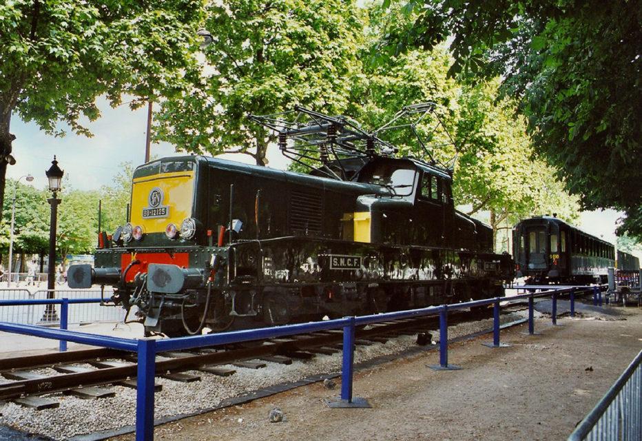 Anonyme, La locomotive électrique BB 12125 exposée lors de l'événement Train Capitale, 17 mai 2003, Collection Cité du Train