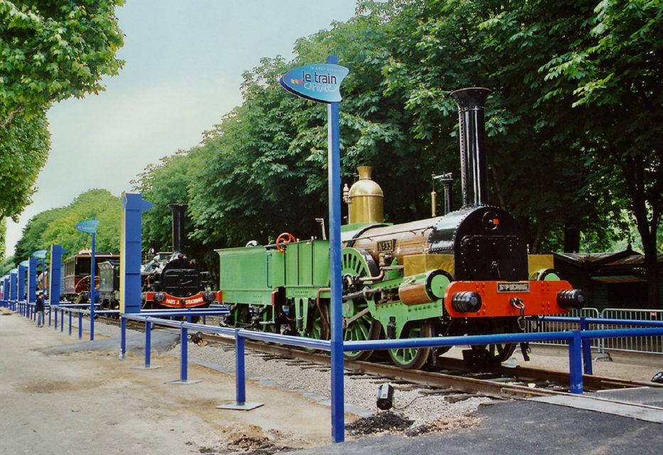 Anonyme, La locomotive Buddicom n°33 exposée lors de l'événement Train Capitale, 17 mai 2003, Collection Cité du Train