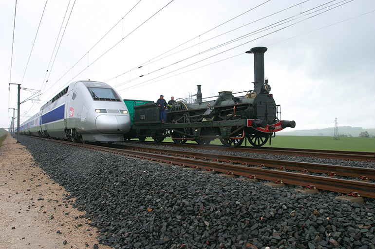 Philippe Mirville, The Crampton and the TGV, Photograph, 8 May 2007, Cité du Train collection