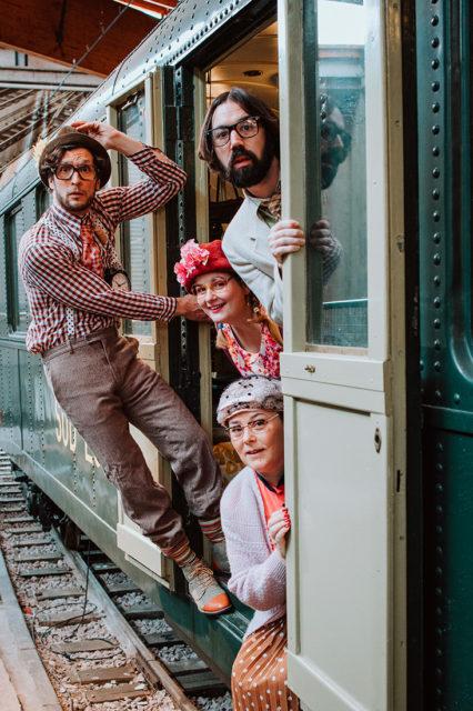 """astien North, Les comédiens des visites théâtralisées """"En Voiture Simone!"""", Photographie, 29 février 2020, Collection Cité du Train"""